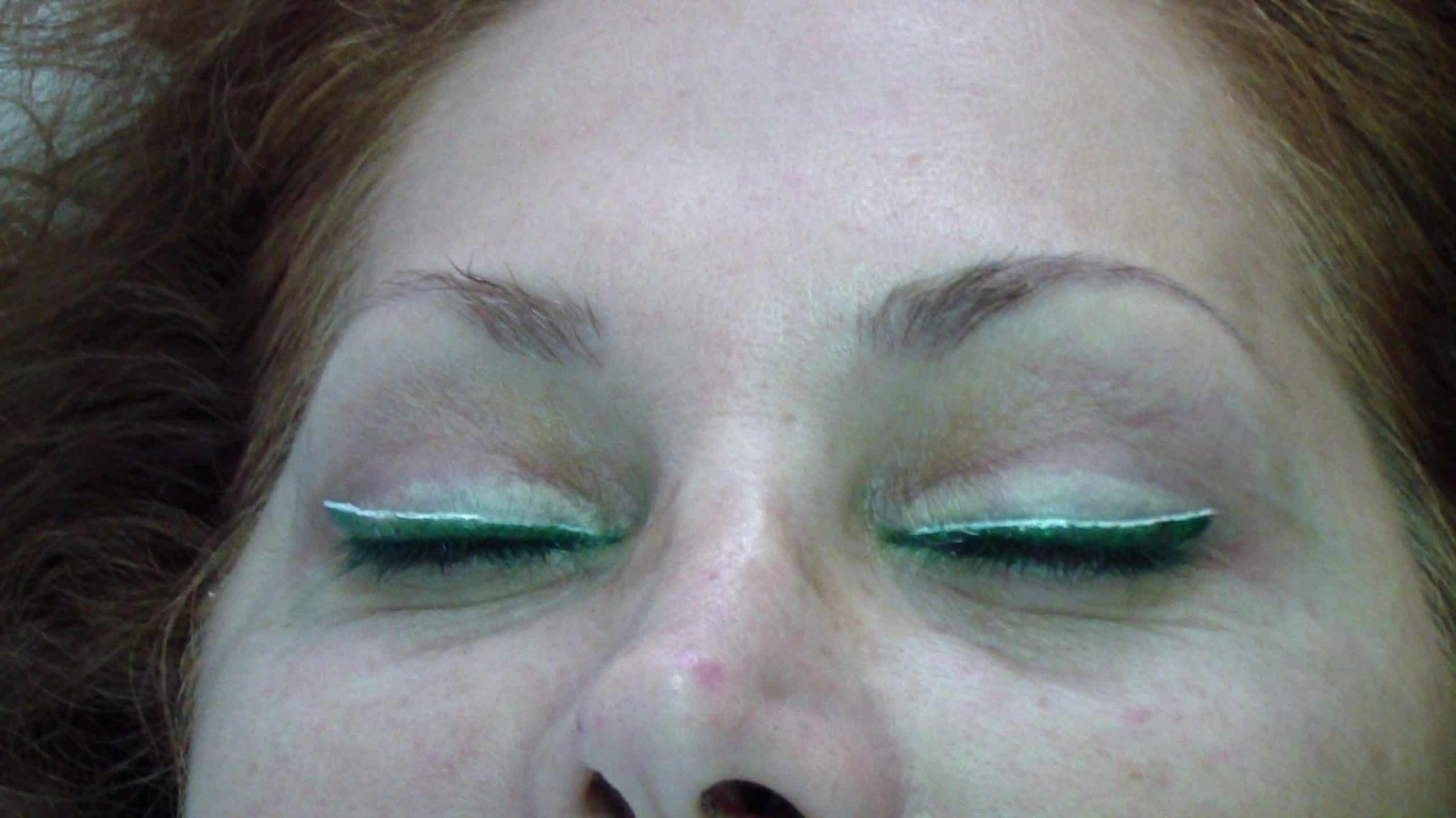 איפור קבוע עיניים איליינר עליון ותחתון וצלליות