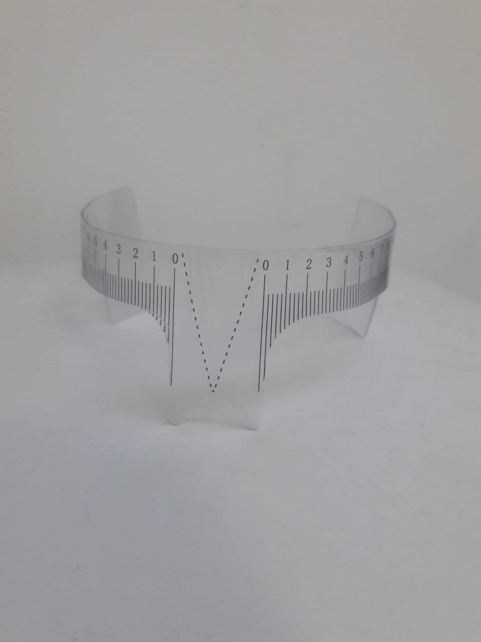 עיצוב גבות סימטריות ושוות עם סרגל גבות