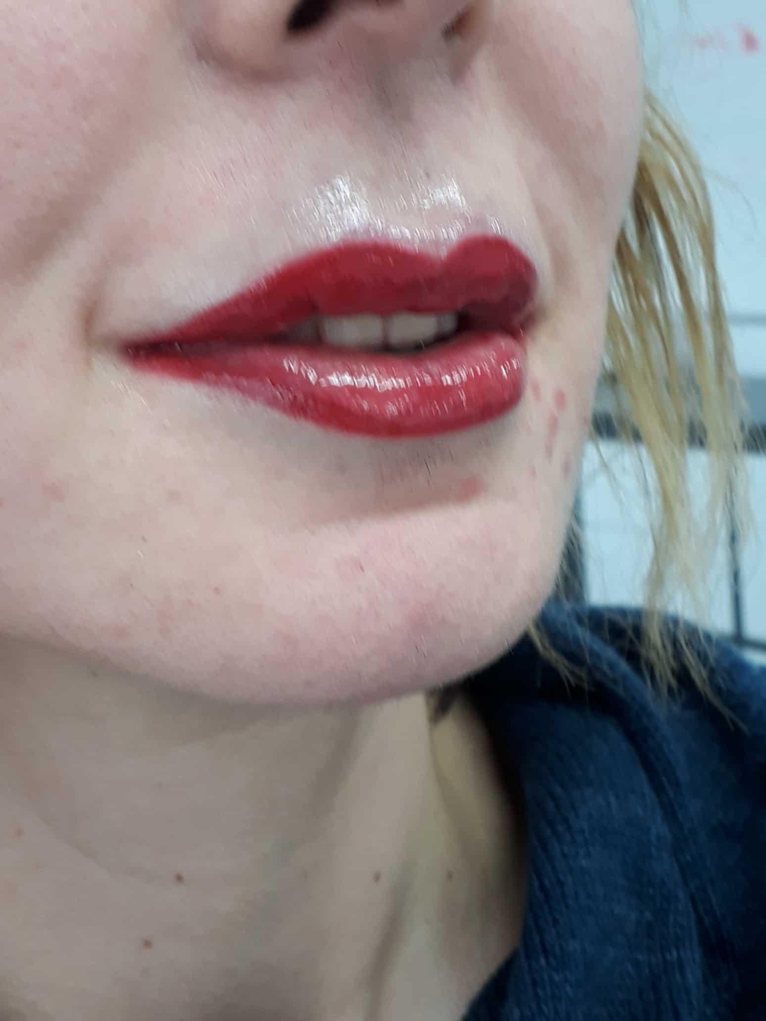 איפור קבוע בשפתיים מילוי ותיחום