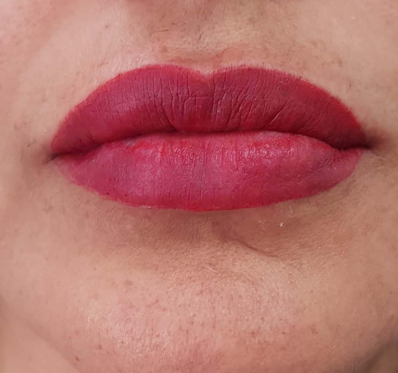 שפתיים בורדו